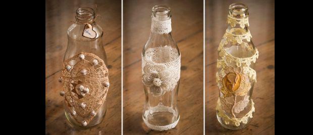 decoração de garrafa com rendinha