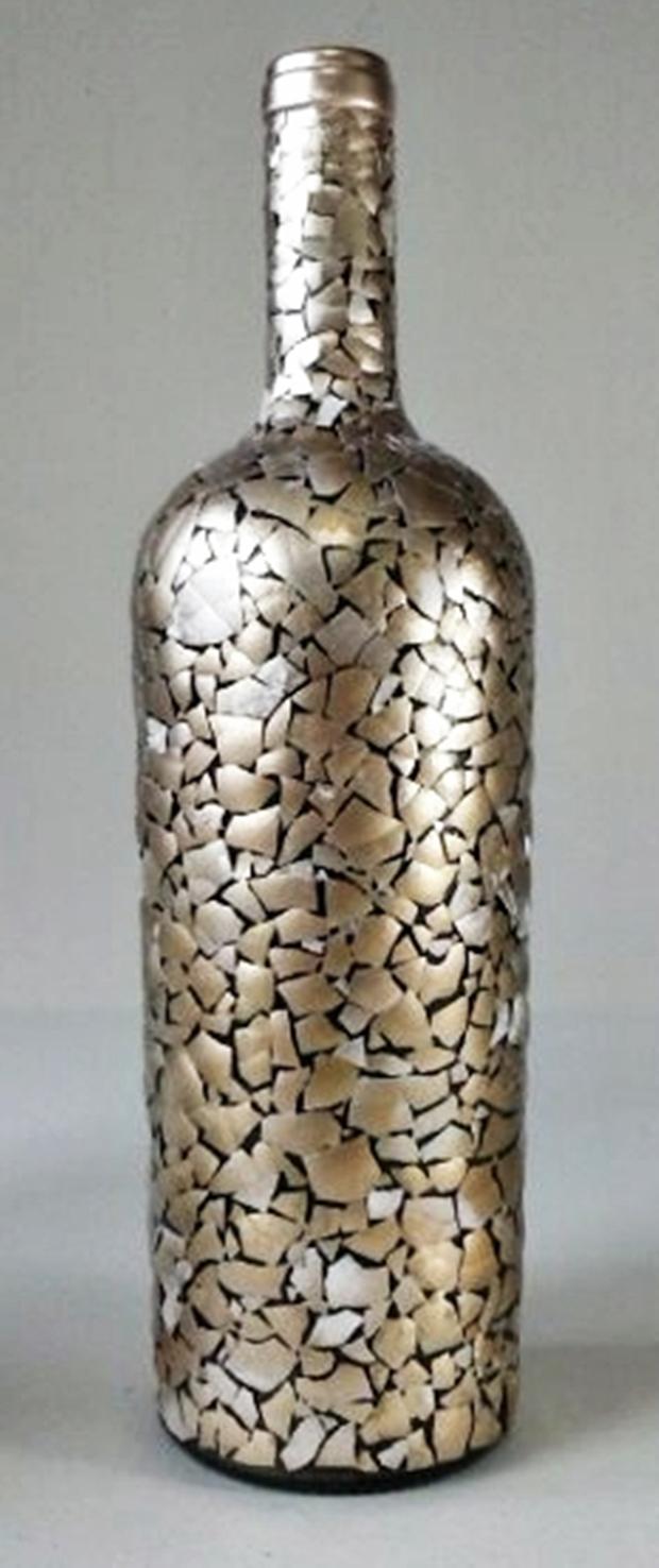 decoração de garrafa com casca de ovos