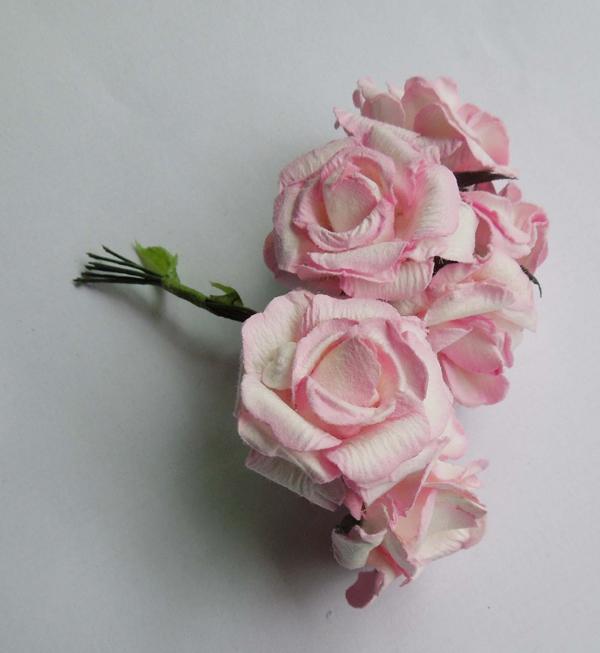 rosa em papel mesclado