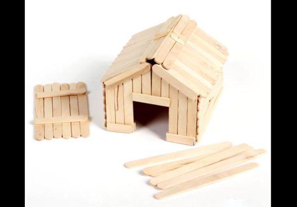 artesanato com palito de picolé casinha