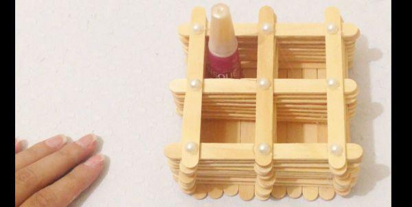 artesanato com palito de picolé porta esmalte
