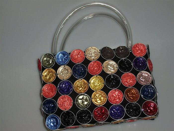Artesanato com cápsulas de café em bolsas