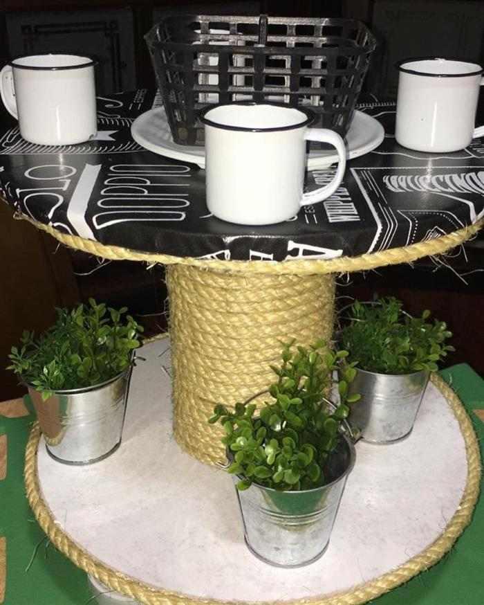 mesa feita de carretel